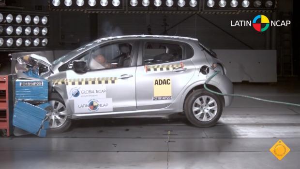Peugeot 208 sai na frente em segurança comparado a concorrentes